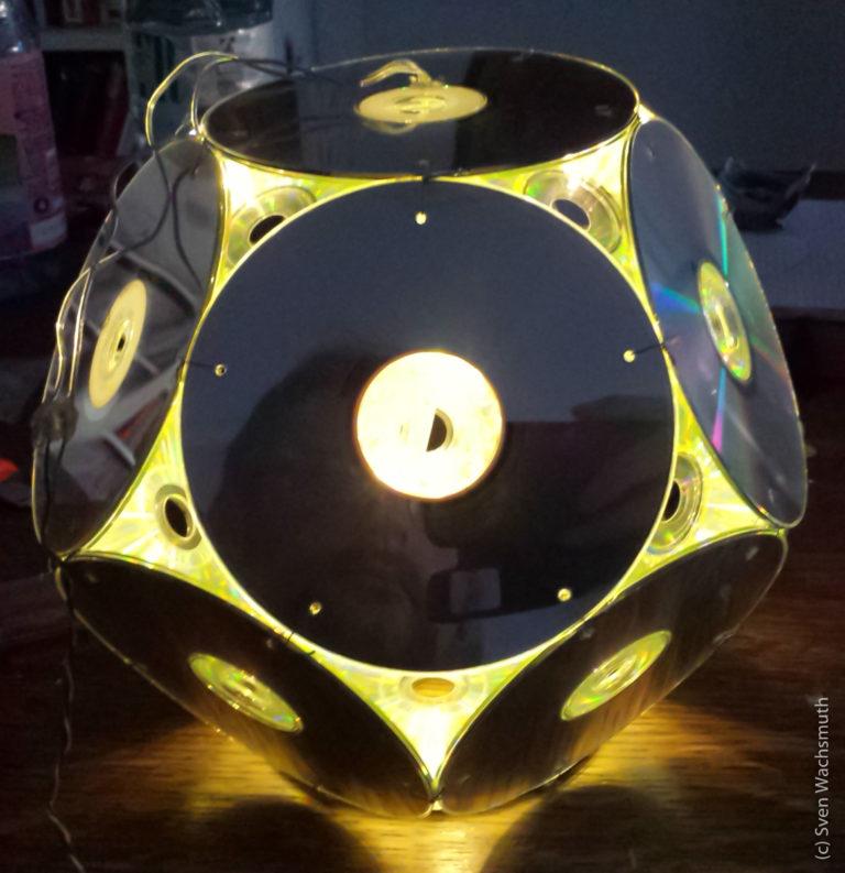 Eine Lampe aus alten CDs